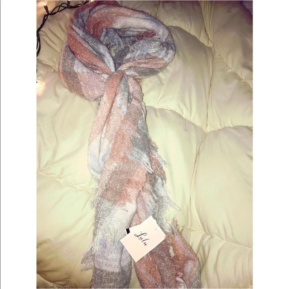 Lulu's Accessories - blanket scarf